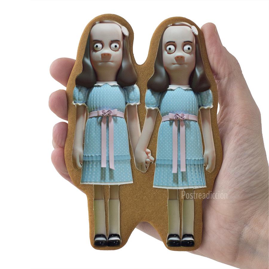 Imagen de producto: https://tienda.postreadiccion.com/img/articulos/secundarias12383-modelo-no-1275-gemelas-de-el-resplandor-2.jpg