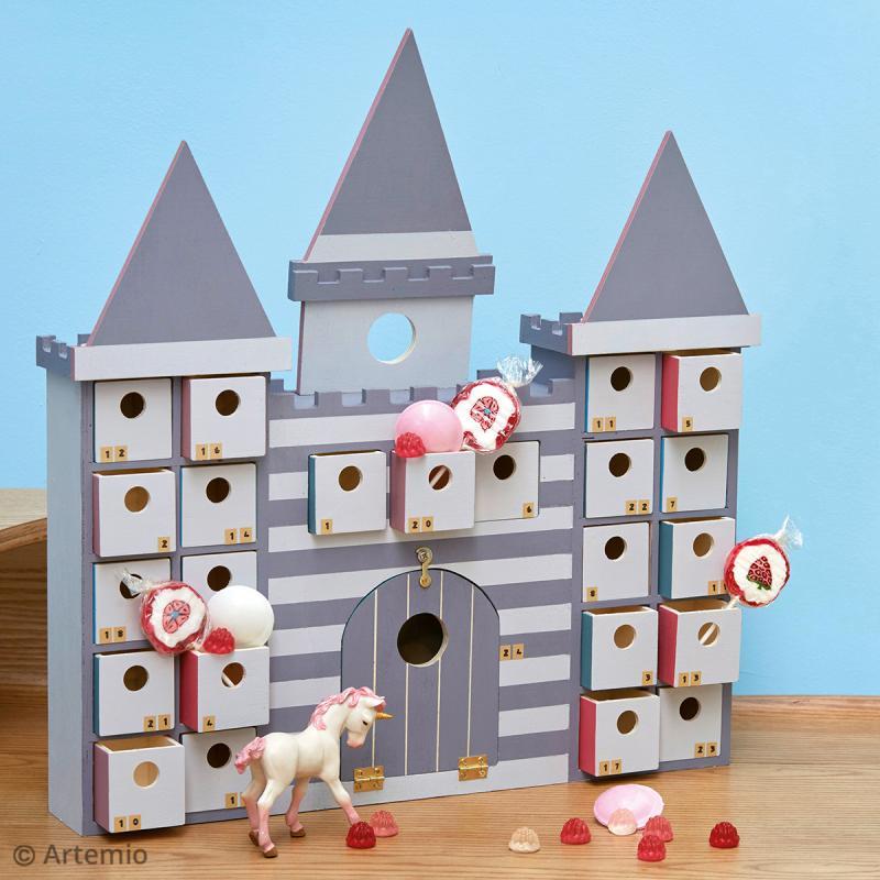 Imagen de producto: https://tienda.postreadiccion.com/img/articulos/secundarias12416-calendario-de-adviento-castillo-de-42-x-27-cm-2.jpg