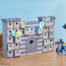Imagen de producto: https://tienda.postreadiccion.com/img/articulos/secundarias12416-calendario-de-adviento-castillo-de-42-x-27-cm-3.jpg