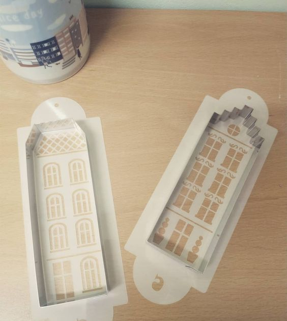 Imagen de producto: https://tienda.postreadiccion.com/img/articulos/secundarias12526-estencil-para-casita-tejado-escalonado-2.jpg