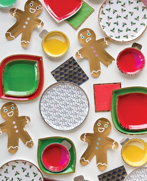 Imagen de producto: https://tienda.postreadiccion.com/img/articulos/secundarias12886-8-platos-en-forma-de-hombrecito-de-navidad-1.jpg