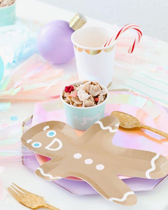 Imagen de producto: https://tienda.postreadiccion.com/img/articulos/secundarias12886-8-platos-en-forma-de-hombrecito-de-navidad-4.jpg