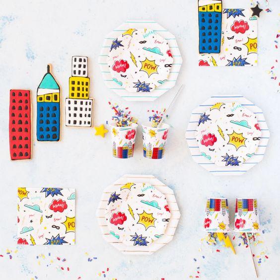 Imagen de producto: https://tienda.postreadiccion.com/img/articulos/secundarias12896-8-platos-pequenos-de-super-heroes-con-foil-1.jpg