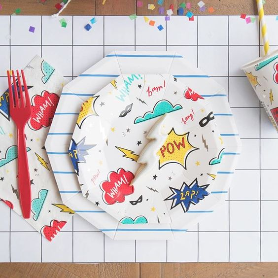 Imagen de producto: https://tienda.postreadiccion.com/img/articulos/secundarias12896-8-platos-pequenos-de-super-heroes-con-foil-2.jpg
