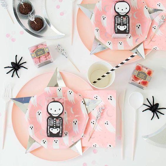 Imagen de producto: https://tienda.postreadiccion.com/img/articulos/secundarias12899-8-platitos-de-halloween-12.jpg