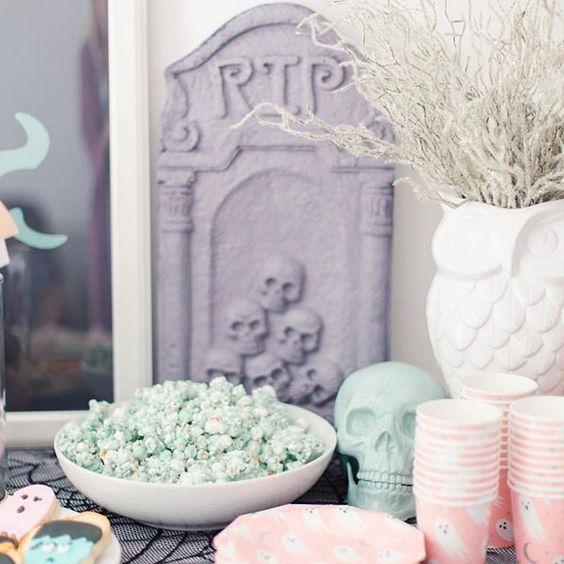 Imagen de producto: https://tienda.postreadiccion.com/img/articulos/secundarias12899-8-platitos-de-halloween-3.jpg