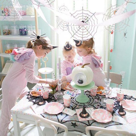 Imagen de producto: https://tienda.postreadiccion.com/img/articulos/secundarias12899-8-platitos-de-halloween-5.jpg
