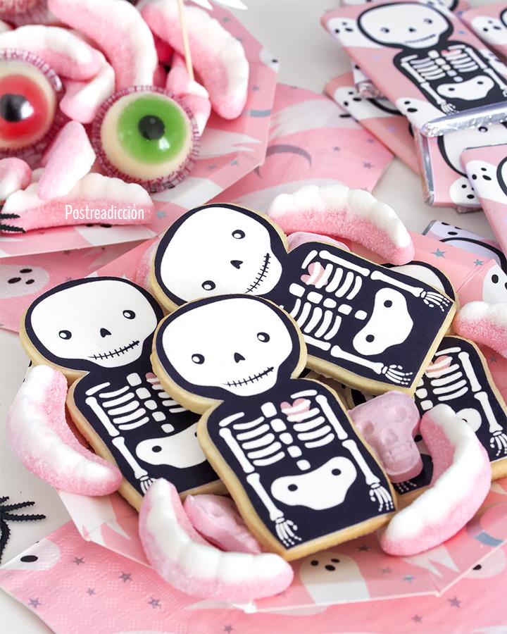 Imagen de producto: https://tienda.postreadiccion.com/img/articulos/secundarias12899-8-platitos-de-halloween-con-foil-13.jpg