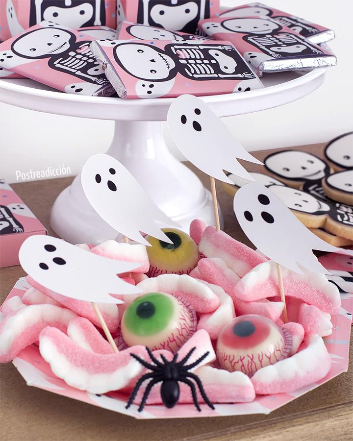 Imagen de producto: https://tienda.postreadiccion.com/img/articulos/secundarias12899-8-platitos-de-halloween-con-foil-16.jpg