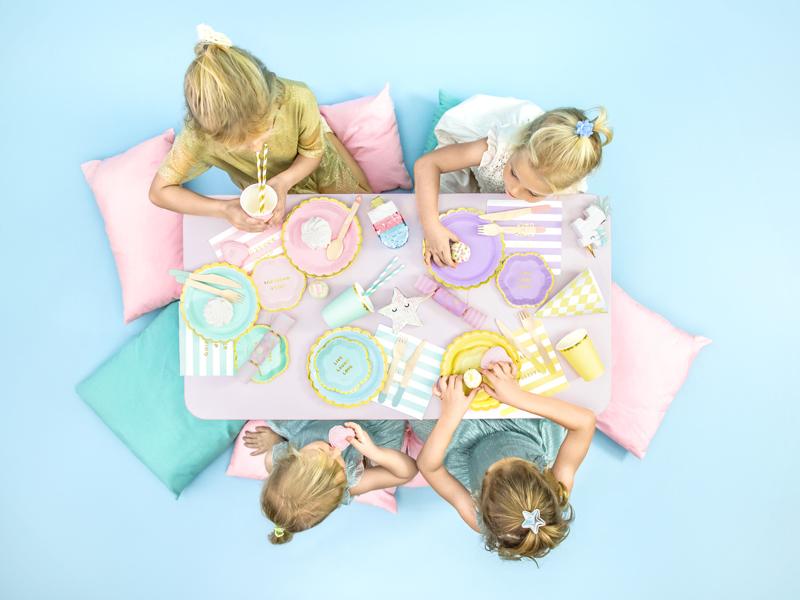 Imagen de producto: https://tienda.postreadiccion.com/img/articulos/secundarias12919-6-platitos-azules-y-dorados-3.jpg