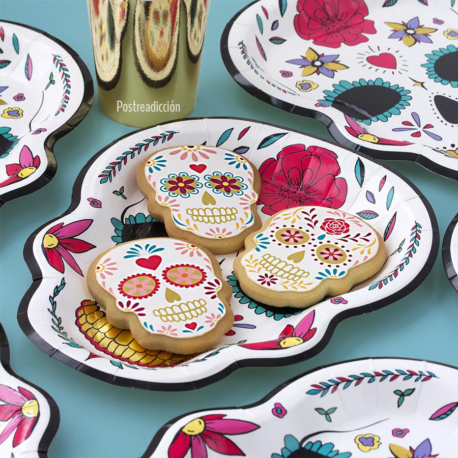 Imagen de producto: https://tienda.postreadiccion.com/img/articulos/secundarias12920-6-platos-del-dia-de-los-muertos-2.jpg