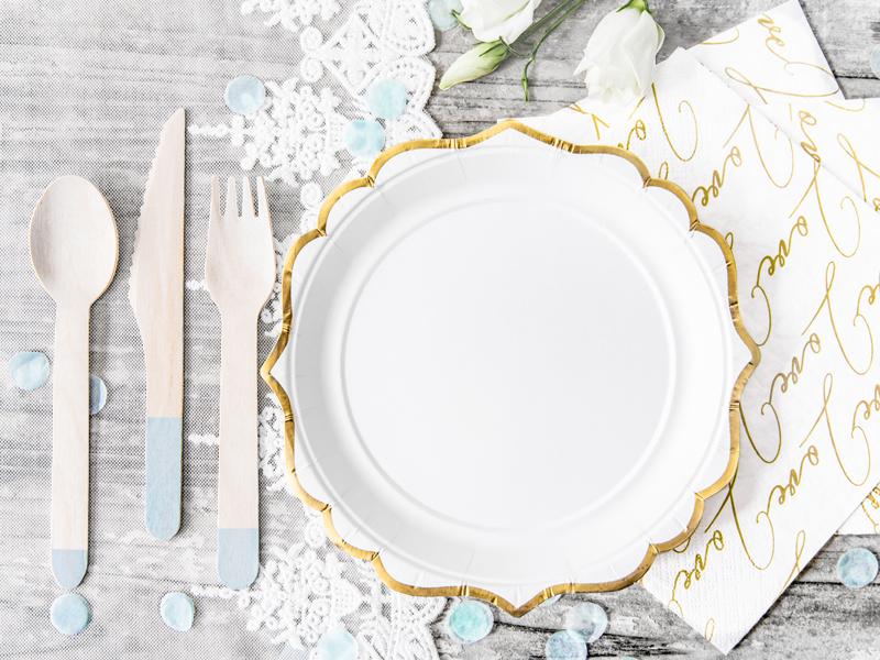Imagen de producto: https://tienda.postreadiccion.com/img/articulos/secundarias12925-6-platitos-blancos-y-dorados-3.jpg