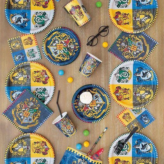 Imagen de producto: https://tienda.postreadiccion.com/img/articulos/secundarias12963-16-servilletas-de-harry-potter-1.jpg