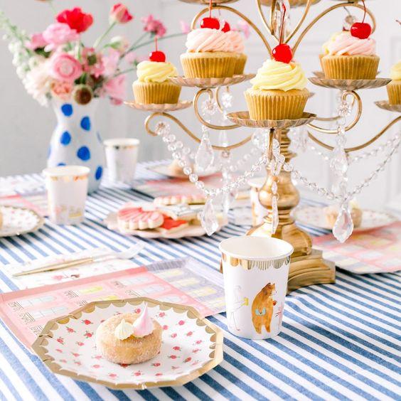 Imagen de producto: https://tienda.postreadiccion.com/img/articulos/secundarias13323-8-vasos-de-papel-de-lola-dutch-con-foil-1.jpg