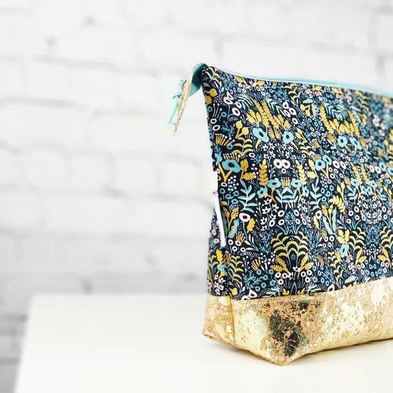 Imagen de producto: https://tienda.postreadiccion.com/img/articulos/secundarias13474-tela-de-menagerie-tapestry-loneta-con-metalizado-media-yarda-9.jpg