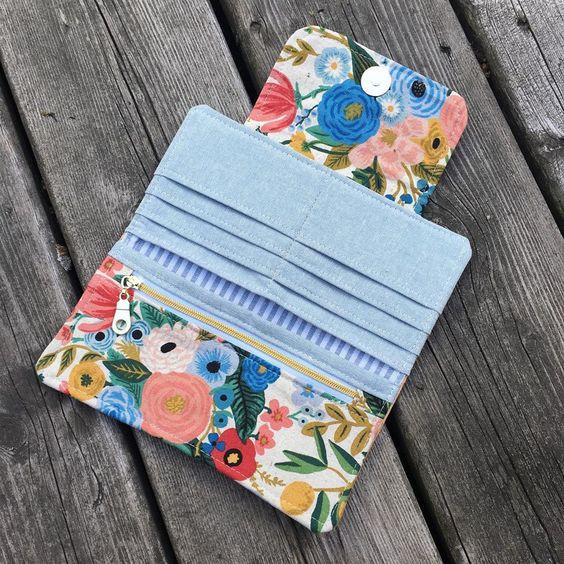Imagen de producto: https://tienda.postreadiccion.com/img/articulos/secundarias13475-tela-wildwood-garden-party-azul-loneta-media-yarda-5.jpg
