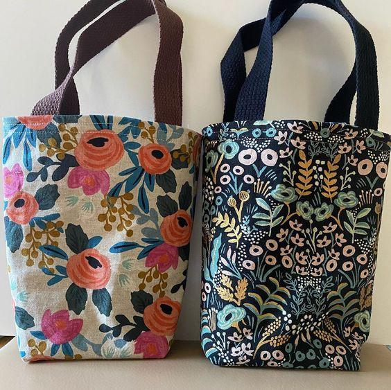 Imagen de producto: https://tienda.postreadiccion.com/img/articulos/secundarias13478-tela-les-fleurs-rosa-floral-loneta-crudo-media-yarda-1.jpg