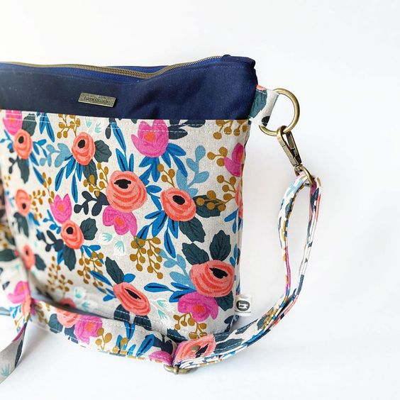 Imagen de producto: https://tienda.postreadiccion.com/img/articulos/secundarias13478-tela-les-fleurs-rosa-floral-loneta-crudo-media-yarda-10.jpg