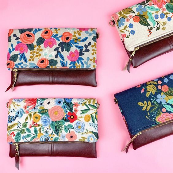 Imagen de producto: https://tienda.postreadiccion.com/img/articulos/secundarias13478-tela-les-fleurs-rosa-floral-loneta-crudo-media-yarda-2.jpg