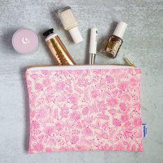 Imagen de producto: https://tienda.postreadiccion.com/img/articulos/secundarias13488-tela-primavera-moxie-floral-rosa-neon-algodon-media-yarda-3.jpg