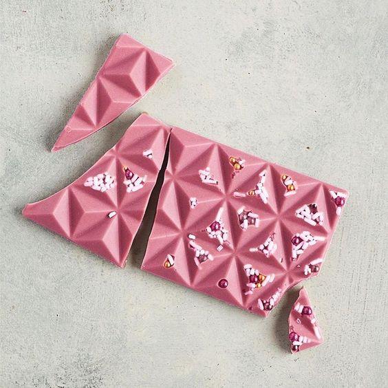 Imagen de producto: https://tienda.postreadiccion.com/img/articulos/secundarias13502-molde-de-policarbonato-para-3-tabletas-piramides-martellato-2.jpg