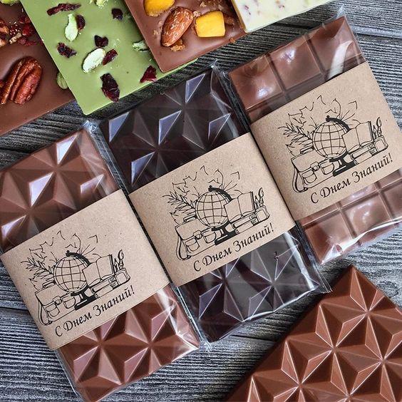 Imagen de producto: https://tienda.postreadiccion.com/img/articulos/secundarias13502-molde-de-policarbonato-para-3-tabletas-piramides-martellato-4.jpg