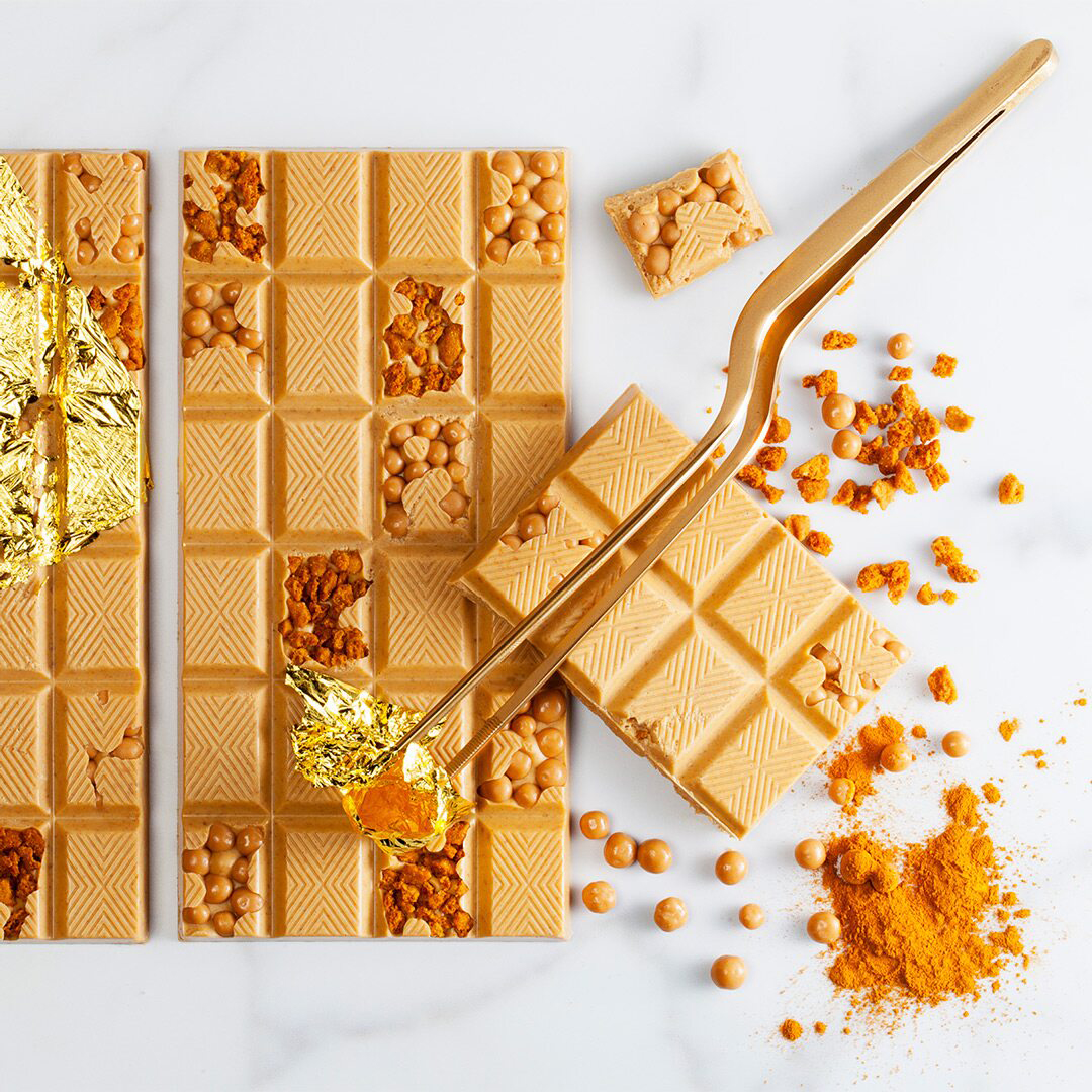 Imagen de producto: https://tienda.postreadiccion.com/img/articulos/secundarias13572-250-g-chocolate-gold-callebaut-en-gotas-a-granel-1.jpg