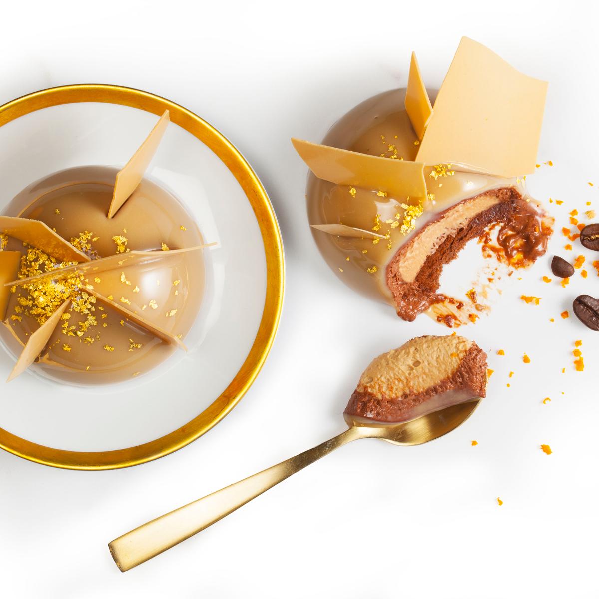 Imagen de producto: https://tienda.postreadiccion.com/img/articulos/secundarias13572-250-g-chocolate-gold-callebaut-en-gotas-a-granel-2.jpg