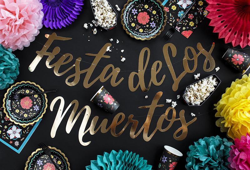 Imagen de producto: https://tienda.postreadiccion.com/img/articulos/secundarias13612-20-servilletas-de-flores-con-fondo-negro-2.jpg
