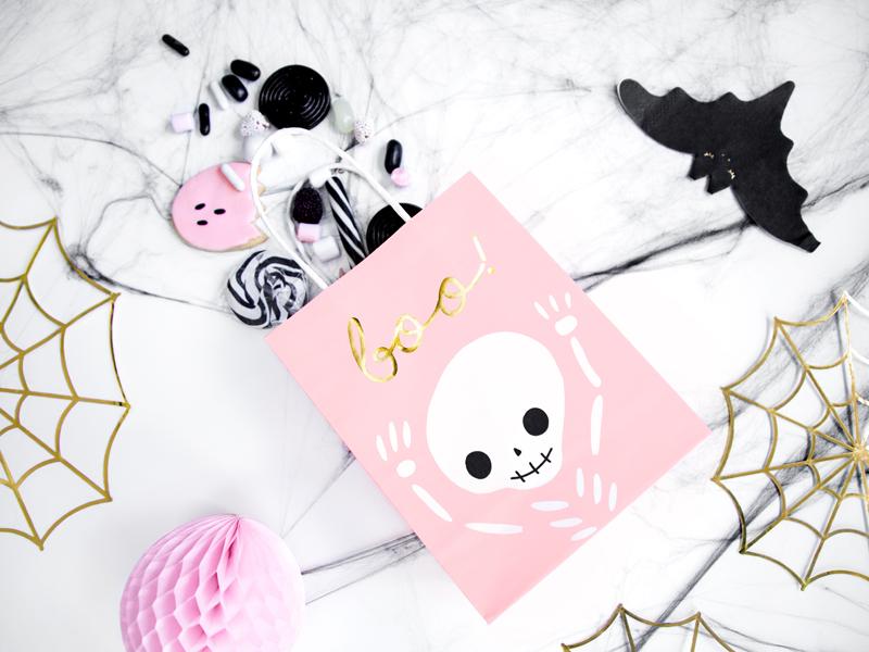 Imagen de producto: https://tienda.postreadiccion.com/img/articulos/secundarias13613-6-bolsitas-para-chuches-de-halloween-rosa-2.jpg