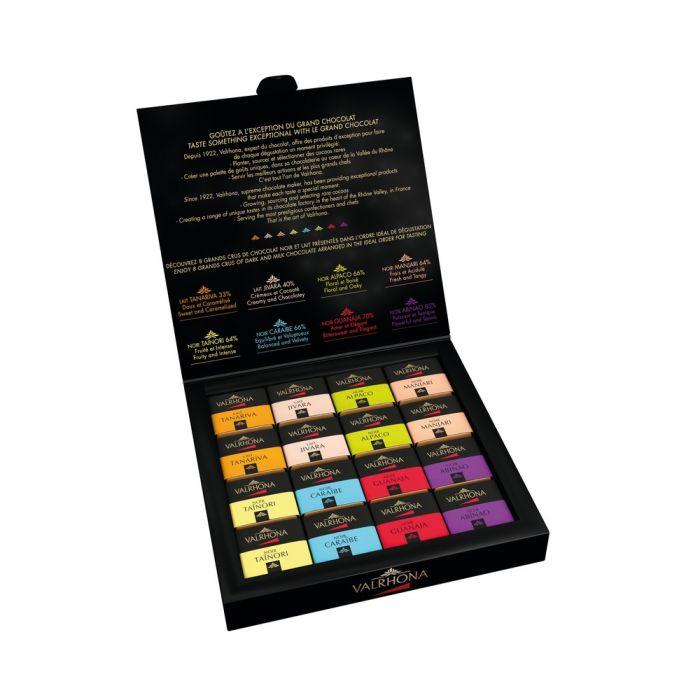 Imagen de producto: https://tienda.postreadiccion.com/img/articulos/secundarias13719-estuche-32-carres-de-chocolate-negro-y-chocolate-con-leche-valrhona-160-g-1.jpeg