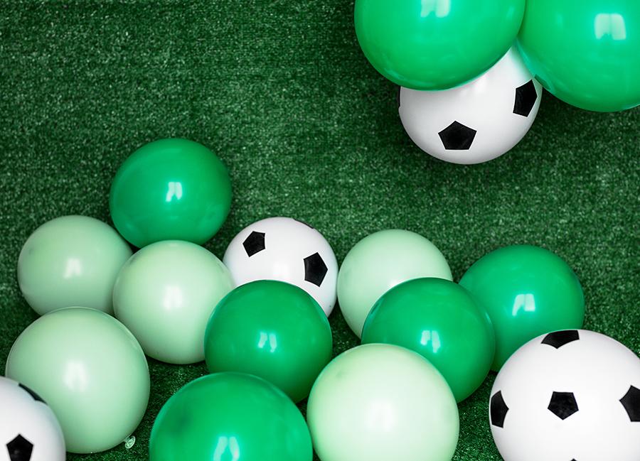 Imagen de producto: https://tienda.postreadiccion.com/img/articulos/secundarias13878-6-globos-de-futbol-de-30-cm-4.jpg