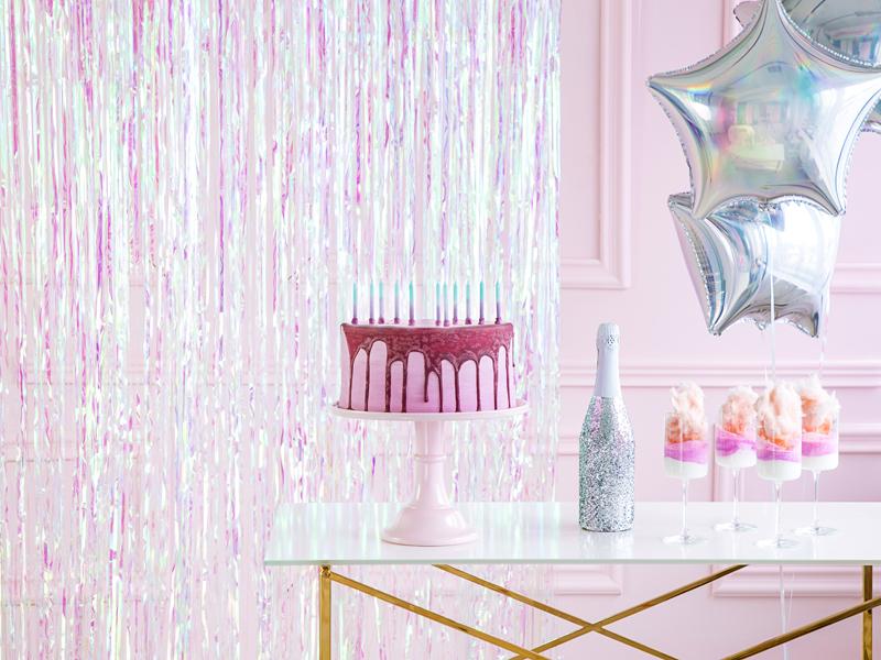 Imagen de producto: https://tienda.postreadiccion.com/img/articulos/secundarias13952-cortina-de-fiesta-iridiscente-90-x-250-cm-1.jpg