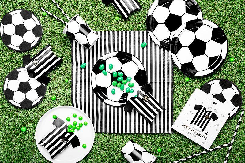 Imagen de producto: https://tienda.postreadiccion.com/img/articulos/secundarias13956-6-cajitas-de-futbol-con-foil-dorado-1.jpg