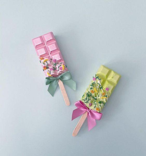 Imagen de producto: https://tienda.postreadiccion.com/img/articulos/secundarias14028-molde-65-portoformas-tableta-chocolate-con-palo-3.jpg