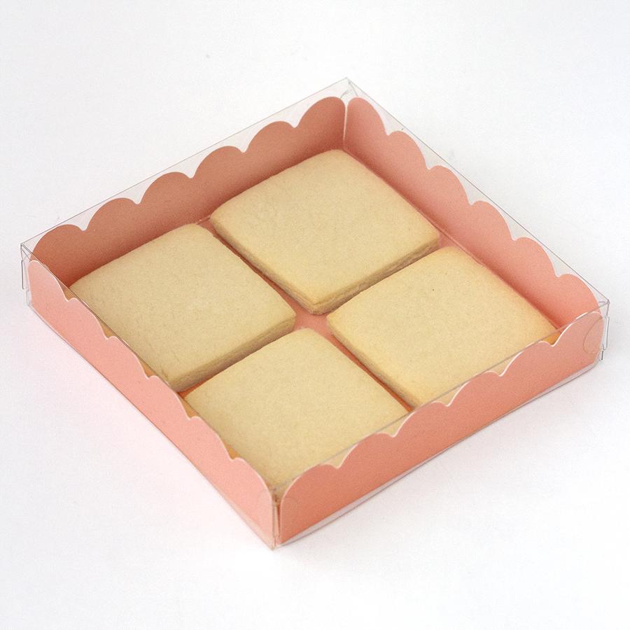 Imagen de producto: https://tienda.postreadiccion.com/img/articulos/secundarias8167-caja-de-carton-rosa-intenso-cuadrada-1.jpg